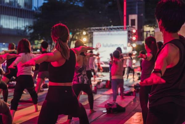 ルルレモンは大小さまざまなヨガイベントを通じてブランド認知を高めてきた(2019年、東京都港区の六本木ヒルズで行ったイベント)