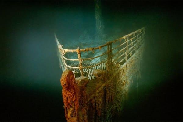 北大西洋の海底で眠るタイタニック号の錆びついた船首部分(PHOTOGRAPH BY EMORY KRISTOF, NATIONAL GEOGRAPHIC CREATIVE)