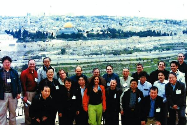 イスラエルでの顧客サポートも経験した(手前左から3番目)