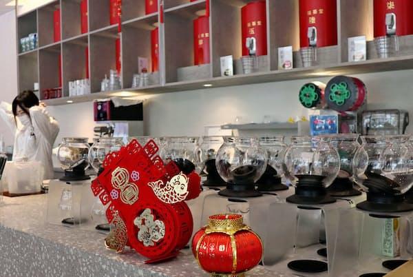 台湾の茶葉をサイホンでいれてくれる(大阪市)