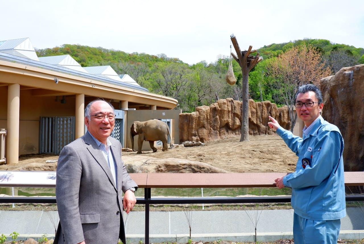 小菅正夫氏(左)と加藤修氏(札幌市の円山動物園)