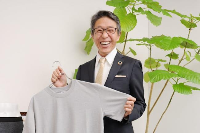 「ゴミから作った燃料で飛行機を飛ばしたり車を走らせたり。楽しいイベントを仕掛けて、参加するだけで環境への気づきを与えたい」と話す日本環境設計会長の岩元美智彦さん(東京・千代田)