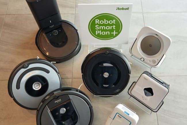 アイロボットのロボット掃除機。いずれも同社のサブスクリプション(定額課金)プランに対応する