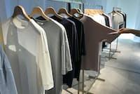 「アンダーソンアンダーソン」は吸水・速乾に優れたTシャツ、スエット、下着、ソックスなどをそろえる。マッシュスタイルラボがメンズを本格展開するのは初めてだ(東京都千代田区のマッシュホールディングス本社)