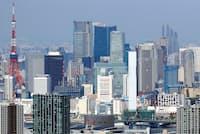 テレワークの普及にともない、人事評価制度の見直しを模索する動きが活発になってきた(都心の高層ビル群)
