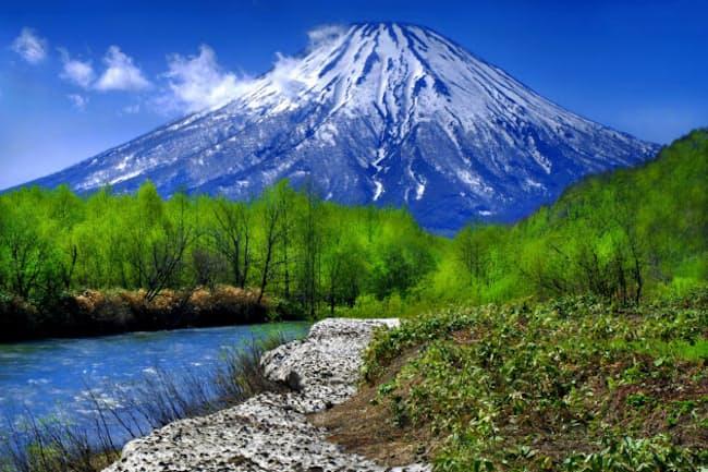 1位の羊蹄山(ようていざん)=蝦夷(えぞ)富士(北海道)