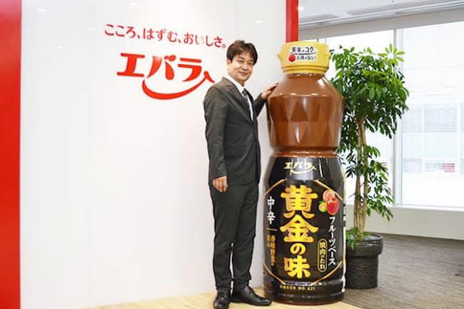 清水憲一・商品開発部長は主力商品「黄金の味」の全面リニューアルに関わった