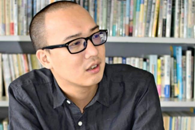 いしい・しこう 1982年東京都生まれ。不登校を経てフリースクール「東京シューレ」に通う。19歳から「不登校新聞」スタッフに。2006年に編集長。不登校の子供や親など300人以上に取材をしてきた。