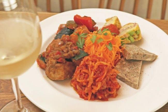 冷たい前菜の人気メニュー6種類が味わえる「冷前菜の盛り合わせ」