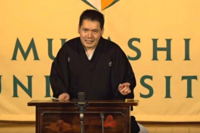 襲名披露興行で「中村仲蔵」を読む(2月、東京・浅草演芸ホール)=神田伯山ティービィーより
