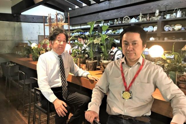 サザコーヒー会長の鈴木誉志男さん(左)と社長の鈴木太郎さん。新しモノ好きで、「いいものは素直に学ぶ」姿勢は2人に共通している
