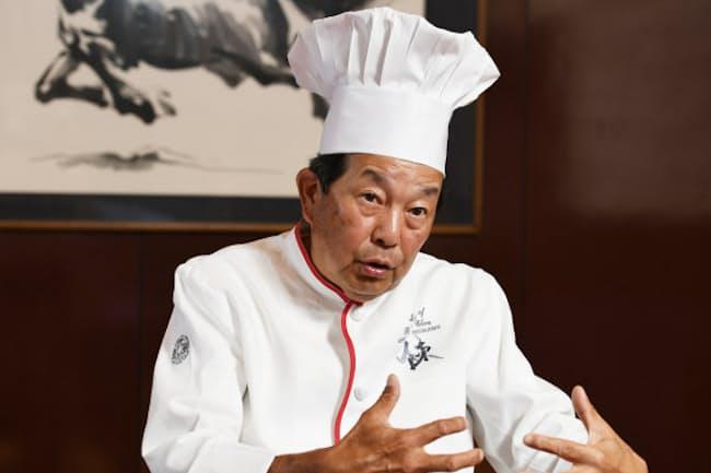 ちん・けんいち 1956年東京都生まれ。中華料理の料理人。四川飯店会長。90年代に人気だった料理番組「料理の鉄人」に出演、「中華の鉄人」として名をはせた。父の陳建民氏はマーボー豆腐で有名。
