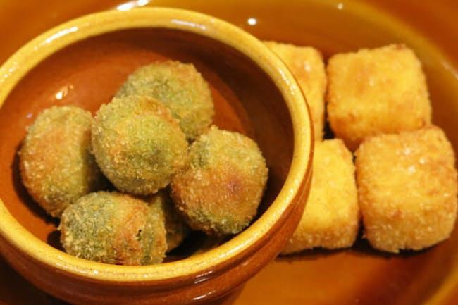 これから注目されそうな、イタリア中部マルケ州の名物料理。左が肉を詰めたオリーブのフライ、右がカスタードを揚げたもの