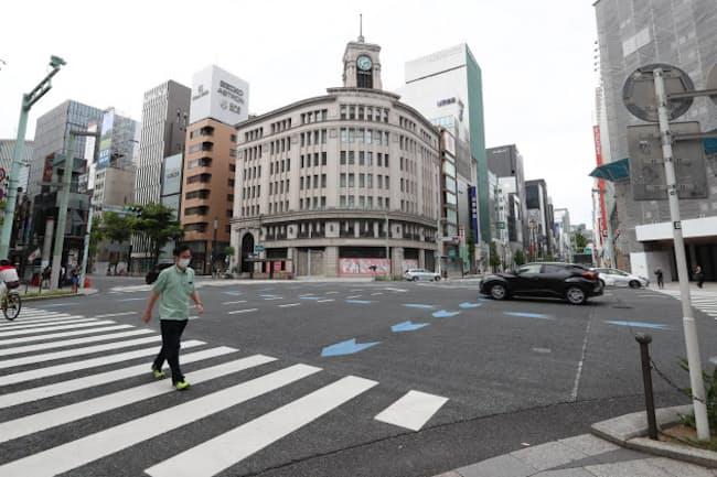 新型コロナの影響で都心部の百貨店は打撃を受けた(5月、閑散とする東京・銀座)