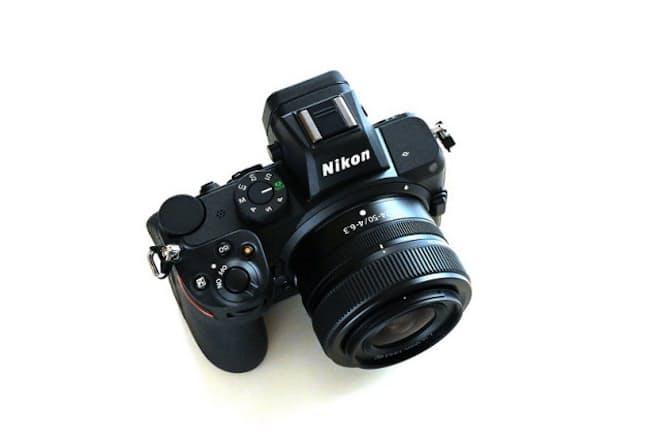 ニコンのフルサイズミラーレス一眼カメラのベーシック機「Z 5」。公式オンラインストアにおける「NIKKOR Z 24-50mm f/4-6.3」とのレンズキットの販売価格は22万2200円(税込み)