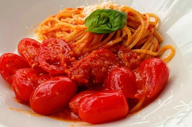 夏のスペシャリテで提供する「山梨県 大塚さんのアイコトマトでポモドーロ スパゲッティーニ」