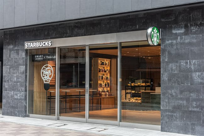 「スターバックス コーヒー CIRCLES 銀座店」店舗外観。リモートワークの拠点として、既存店舗と比較にならないほどの機能を誇る