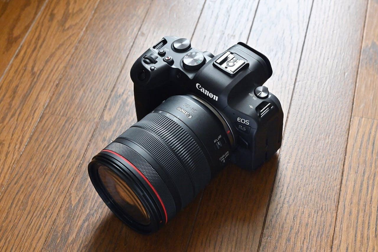 キヤノンのフルサイズミラーレス一眼カメラ「EOS R6」。売り文句は「フルサイズミラーレスの新標準へ。」。公式オンラインストアの販売価格は33万5500円(ボディーのみ)