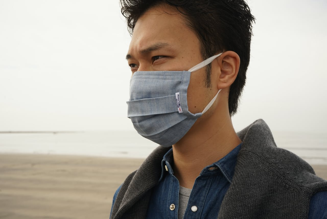 ビジネスカジュアルにぴったりなインディゴ染めのマスク(メーカーズシャツ鎌倉の「シャツ屋がつくるマスク」)