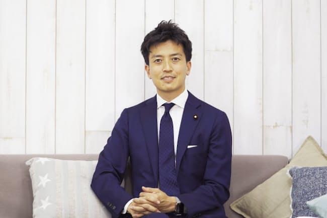 小林史明(こばやし・ふみあき)氏 1983年生まれ、広島県福山市出身。NTTドコモ勤務を経て、2012年の衆議院議員総選挙で自由民主党から立候補し、初当選。 現在3期目。