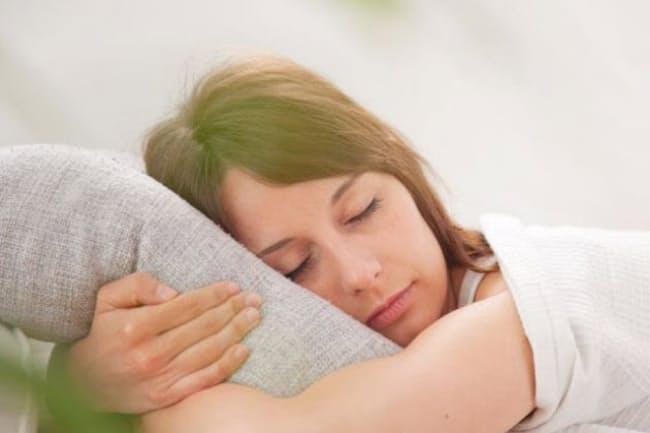 「浅い眠り」であるレム睡眠の割合が低いと、死亡リスクが高まる?(C) EDUARD BONNIN TURINA -123RF