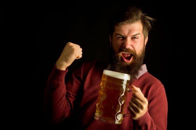 健康を気にする人は「糖質ゼロ」のビールを待ち望んでいた? 写真はイメージ (c) Volodymyr Tverdokhlib-123RF