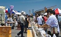 泉南りんくう公園で毎週末に地元漁協が開催するマルシェは人気を集めている
