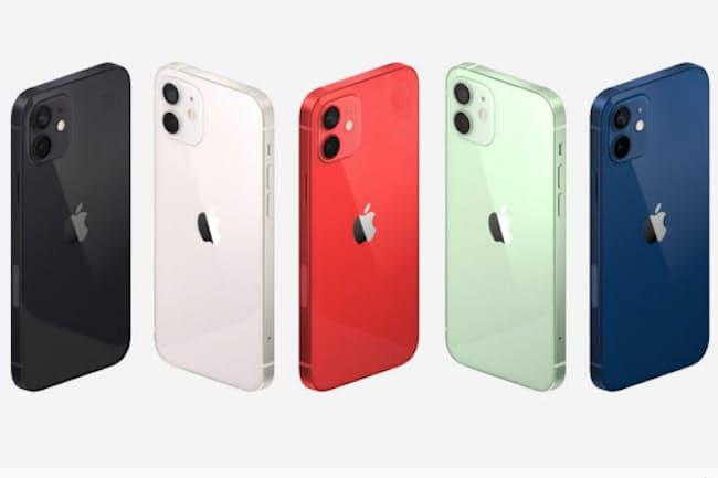 米アップルが発表した新しいスマートフォン「iPhone 12」。写真はコンパクトな「iPhone 12 mini」