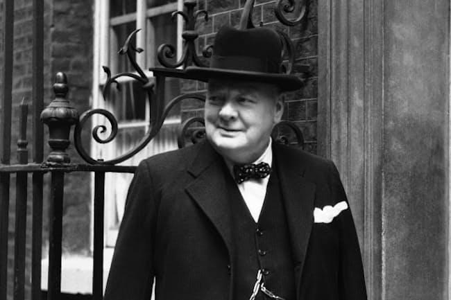 第2次世界大戦中、首相として英国を率いたチャーチル(1943年)=AP