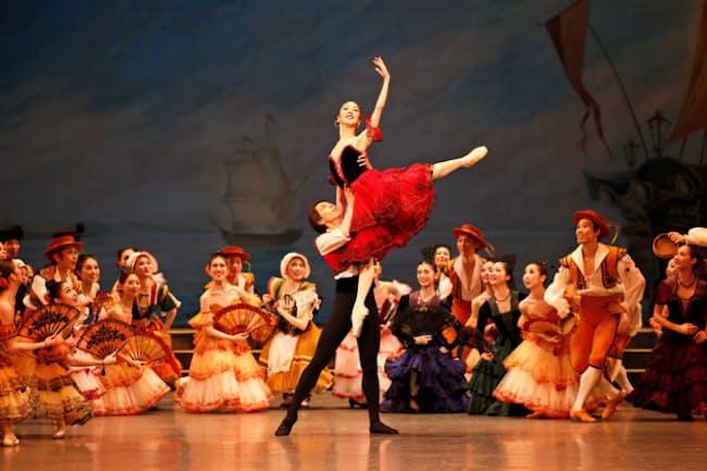 2016年の新国立劇場バレエ団の「ドン・キホーテ」=瀬戸 秀美撮影