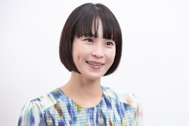 きよかわ・あさみ 1979年兵庫県生まれ。「美女採集」シリーズなどの美術作品のほか、衣装、映像、広告などの分野で活躍。絵本の創作も手掛け、5月に「ちかづいて はなれて わお!」を発売。