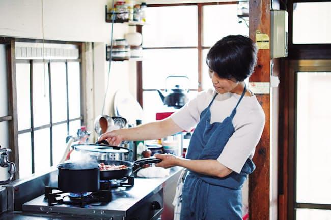 """""""伝説の家政婦""""としてテレビ出演も多いタサン志麻さん"""