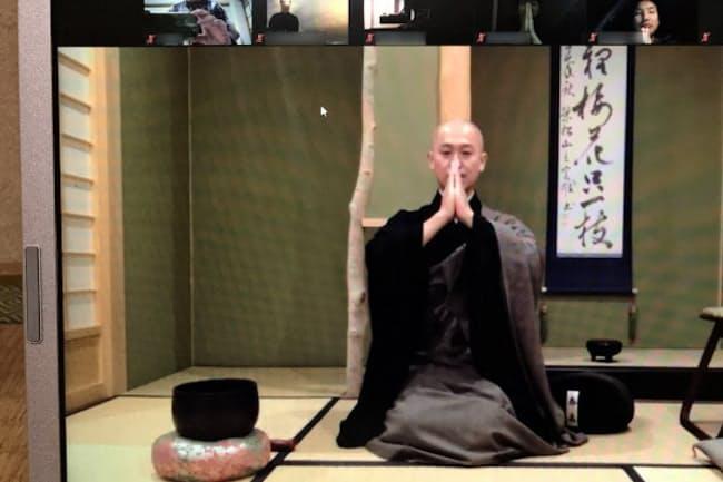 僧侶がオンラインで指導