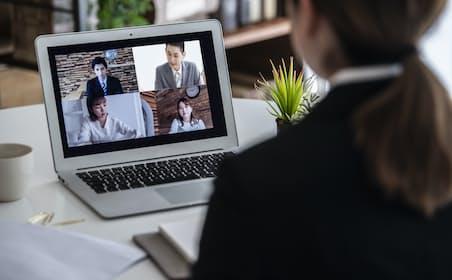 WEB面接では質問や評価方法をあらかじめ定める構造化が重要。写真はイメージ