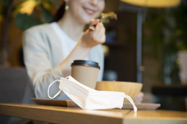 テーブルにマスクを置きっぱなし?(写真はイメージ)=PIXTA