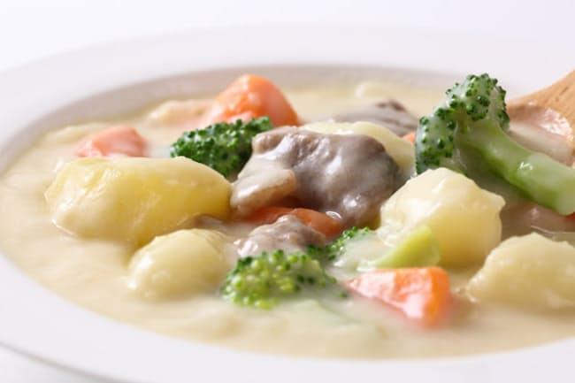 冬の家庭料理の定番・クリームシチュー=PIXTA