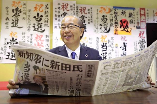 保守分裂の富山県知事選で現職の5選を阻止した新田八朗氏(10月、富山市)