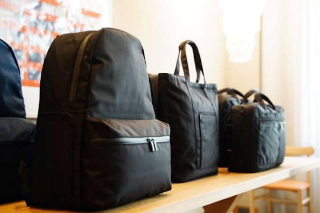 新ブランド「モノリス」のラインアップはバックパック、2WAYバッグ、トートバッグ、ショルダーバッグの4タイプ