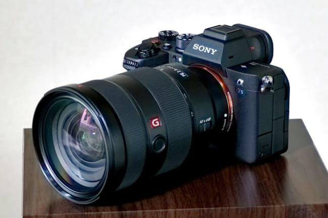 ソニーが10月に発売した高感度フルサイズミラーレス一眼カメラの新機種「α7S III」。公式オンラインストアの販売価格は税別40万9000円