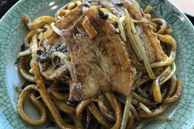 「せんだん亭」の麺は太さ6ミリメートル