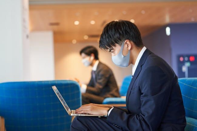 2020年春の新入社員はマスク姿での社会人スタートとなった(写真はPIXTA)