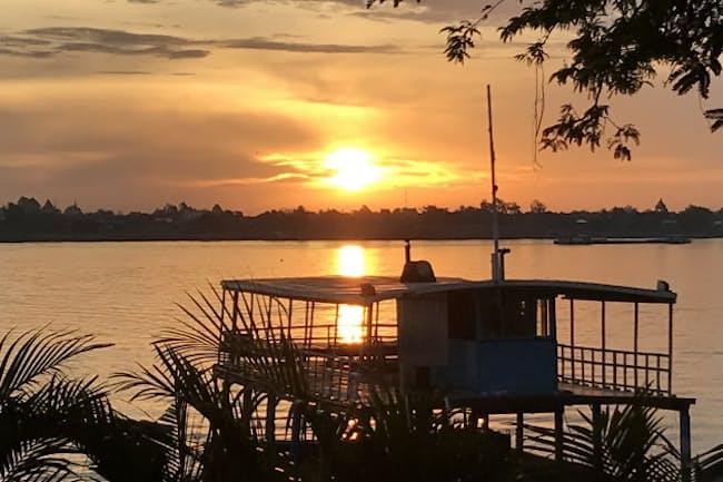 東南アジアに拠点を移した宗吉氏はメコン川に臨む地に別荘を構えた(プノンペン)。アジアに持つ自宅は5つに及ぶ