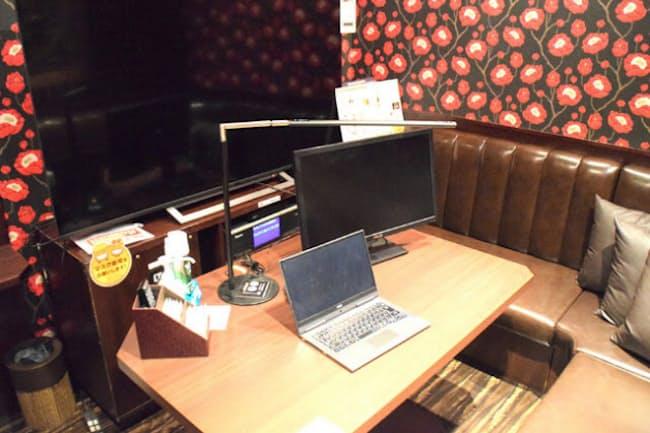 パセラのテレワーク向けサービス「おしごとパセラ」は、完全個室で他の客が気にならない。写真はパセラ上野公園通り店の一室