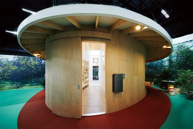 パナソニックがオンライン展覧会「くらし体感スクエア2020」で発表した「『間』のある家」。コンセプトと共に、コロナ禍に必要とされそうなパナソニックの住宅向け商品をプレゼンテーション。オンライン展覧会のアンケートで一番人気は非対面の宅配ボックス