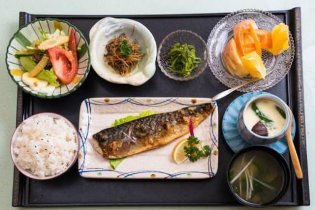 日本食を代表する食材を多く食べている人は、死亡リスクが低いことが明らかに。(C)ygai-123RF