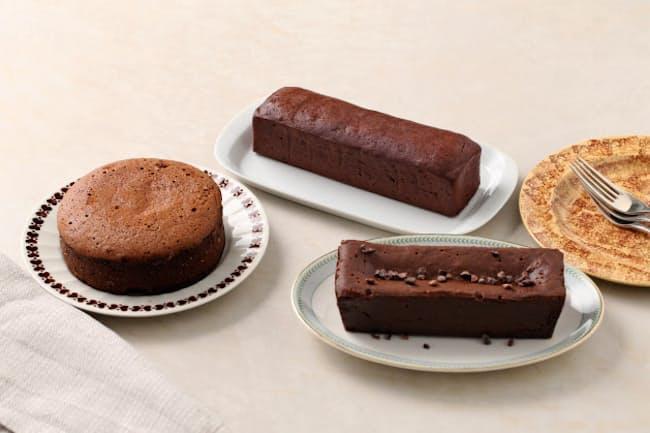 (左から時計回りに)1位 パティスリーエヌグラム「シルキーショコラ」、2位 グリーン ビーン トゥ バー チョコレート「ガトーショコラ」、3位 ショコラフィル「ガトーショコラ レクタングル」