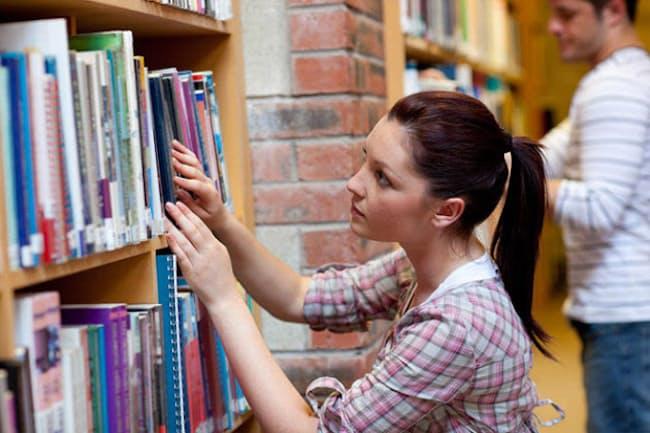 リアル書店はセレンディピティーが生まれやすい空間だといえる(写真/Shutterstock)