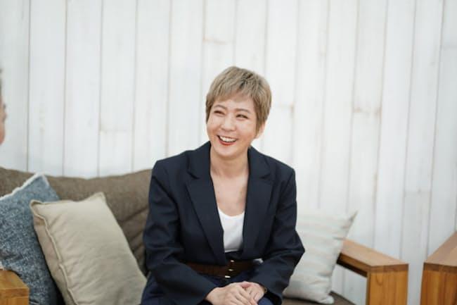 1997年に同志社大学を卒業後、大日本印刷入社。同社で広告企画制作などの業務を経てファッション分野のPRに転職。PRとしてモンクレールやルイ・ヴィトン、GAPなどを担当。その後、アマゾンなどを経て、現在は日本ロレアルでブランドイメージ&エンゲージメントマネジャーを務める。