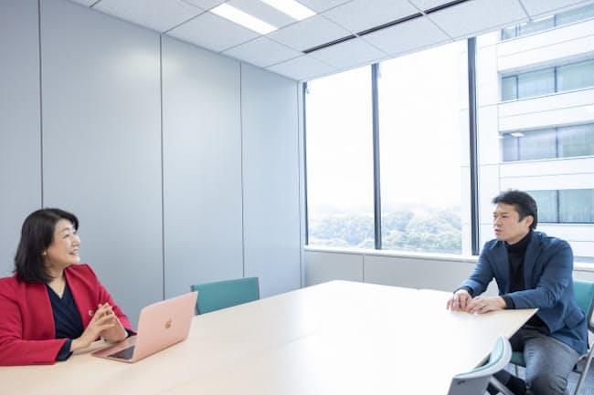 田中研之輔教授(右)と白河桃子さん(左)