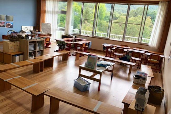 対話を大切にするイエナプラン。教室には椅子がサークル状に並ぶ(提供/大日向小学校)